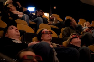 Deltagare tittar på 3D