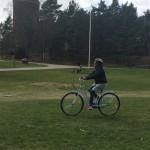 Deltagare på AKG ute och cyklar