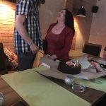 Fredrik uppvaktas på födelsedagen av sin flickvän Bianca. Foto - Tanja Majid