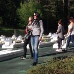 Besök på en minnesplats för många ungdomar som dog i en granatattack i slutet av Bosnienkriget 1995. Foto - Kim Gustafsson