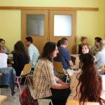Diskussioner med en grupp bosnier som studerar svenska på Agora center. Foto - Jan Pettersson