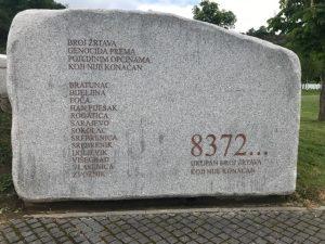 Över 8 000 människor dog i folkmordet. Foto - Nahida Safari