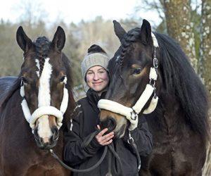 Tiffany Wistrand med kallbloden Tigerlilje och Steinar. Foto: Lars Jakobsson/TR BILD